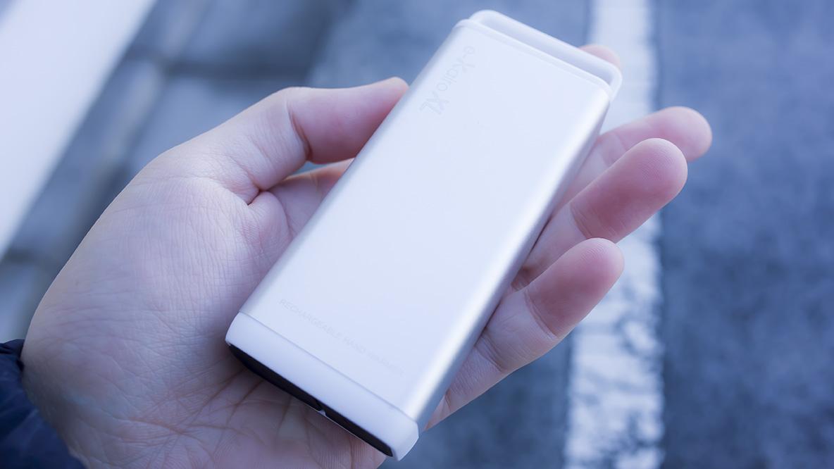 大容量でコンパクトなモバイルバッテリーが「あの防寒グッズ」に変身! 年末旅行にも持っていきたいな〜|マイ定番スタイル