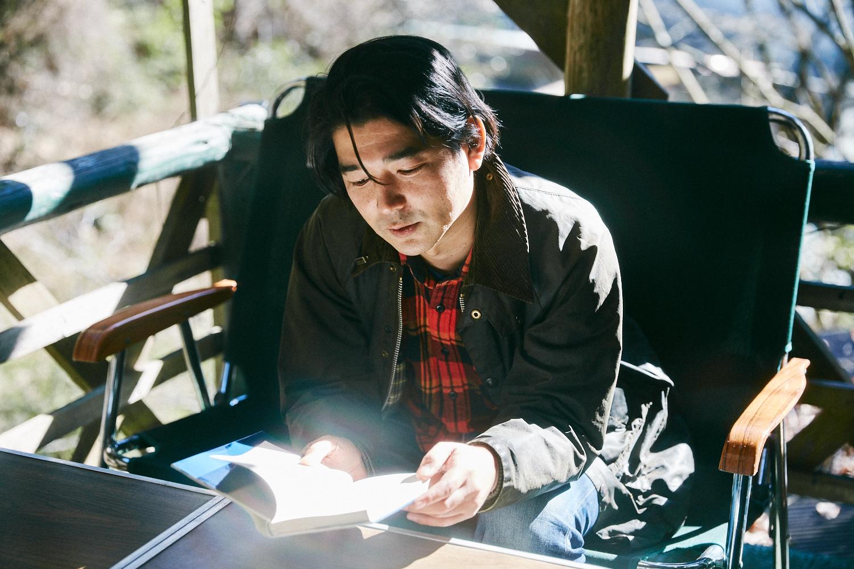 山小屋で「村上春樹」を読む。SNOW SHOVELING店主のヒップな山暮らし