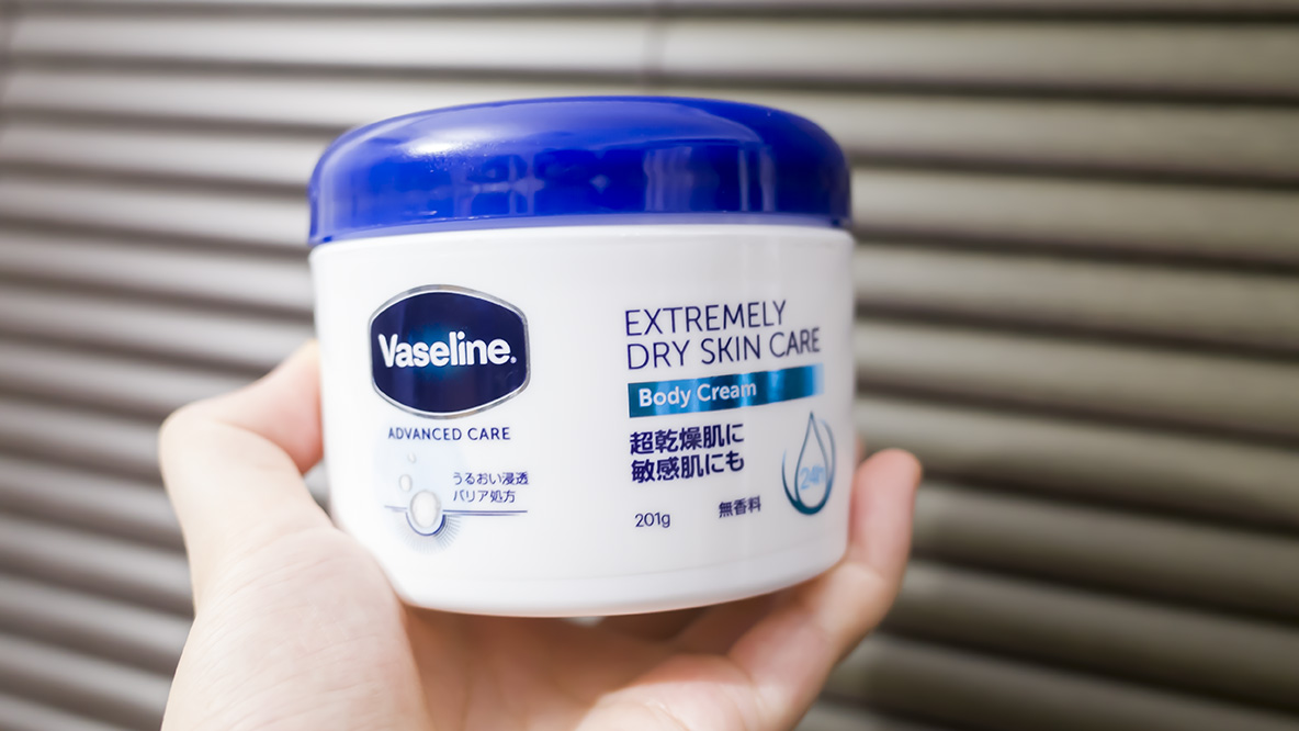 ヴァセリンの超乾燥肌用ボディクリームを使ってみたら、さすがの保湿力だった…!|マイ定番スタイル