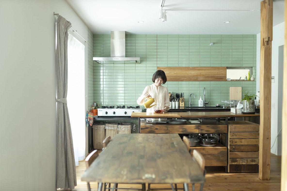築50年の中古物件をフルリノベーション。猫を愛する女性料理家が暮らす一軒家(杉並区)|みんなの部屋