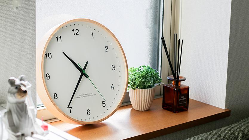 時計にまつわる地味〜なストレスが全部スッキリ!レムノスの壁時計、一生添い遂げるよ…│マイ定番スタイル