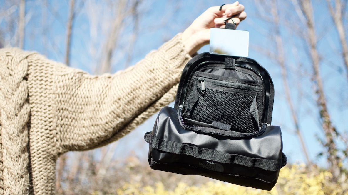 THE NORTH FACEのミニバッグが旅行時の洗面所を快適にしてくれるだって…!? 身軽スタイル