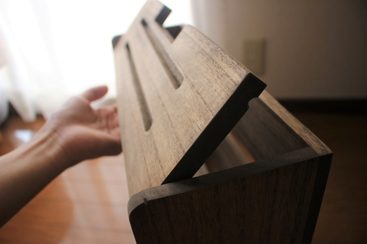 KIRIGEN 「総桐ルーター収納ボックス」 ふたを開ける