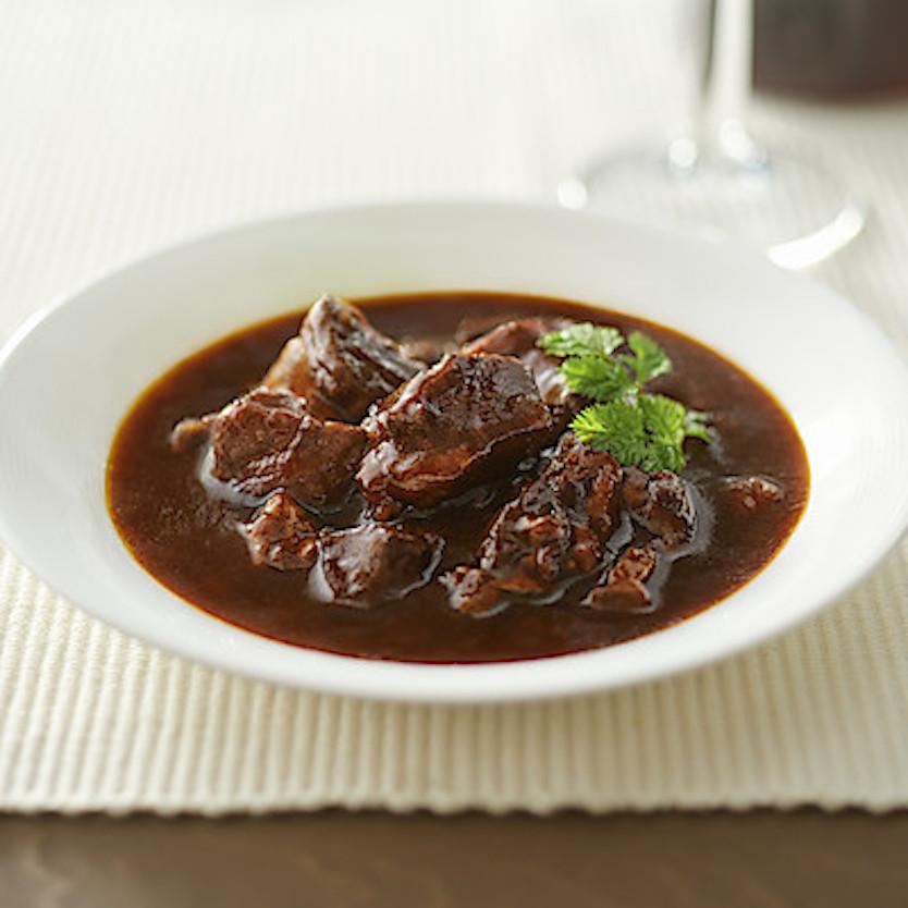 「世界の煮込み 牛肉の赤ワイン煮 160g(1人前)」