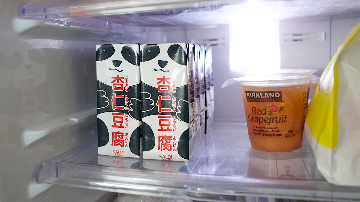 冷蔵庫に入ったパンダ杏仁豆腐