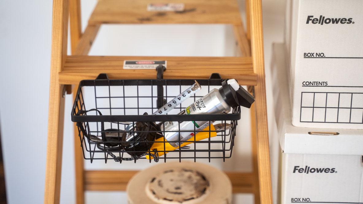 ちょい足し収納に最適。挟むだけのバスケットで、家中の小物をスッキリさせよう|マイ収納スタイル