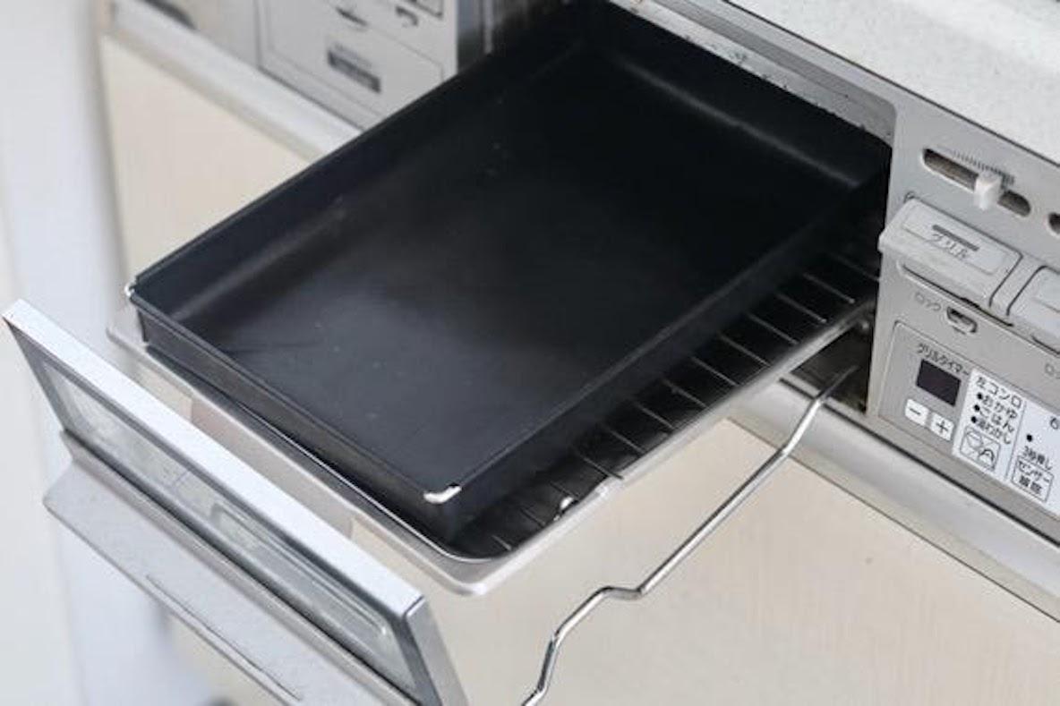 グリルを使った料理が超快適になるテフロントレーを発見! めんどうな掃除からも開放されちゃうよ   ROOMIE(ルーミー)