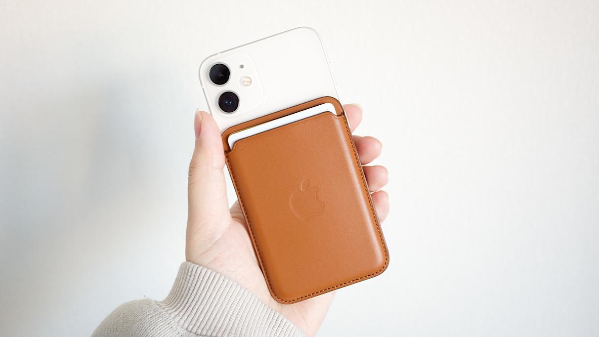 iPhoneにピタッとくっつくカードケースで「財布を持たない生活」を実現してしまった|身軽スタイル