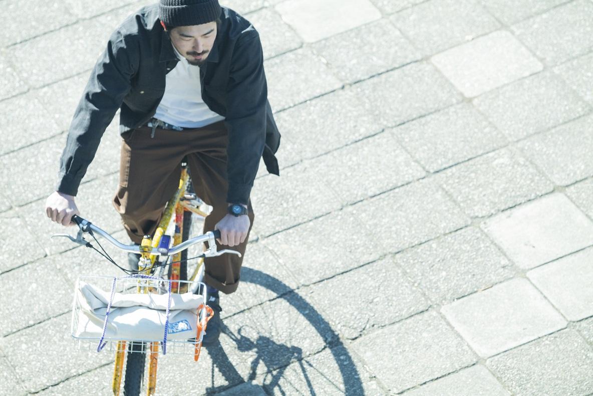 自転車に乗る木村さん