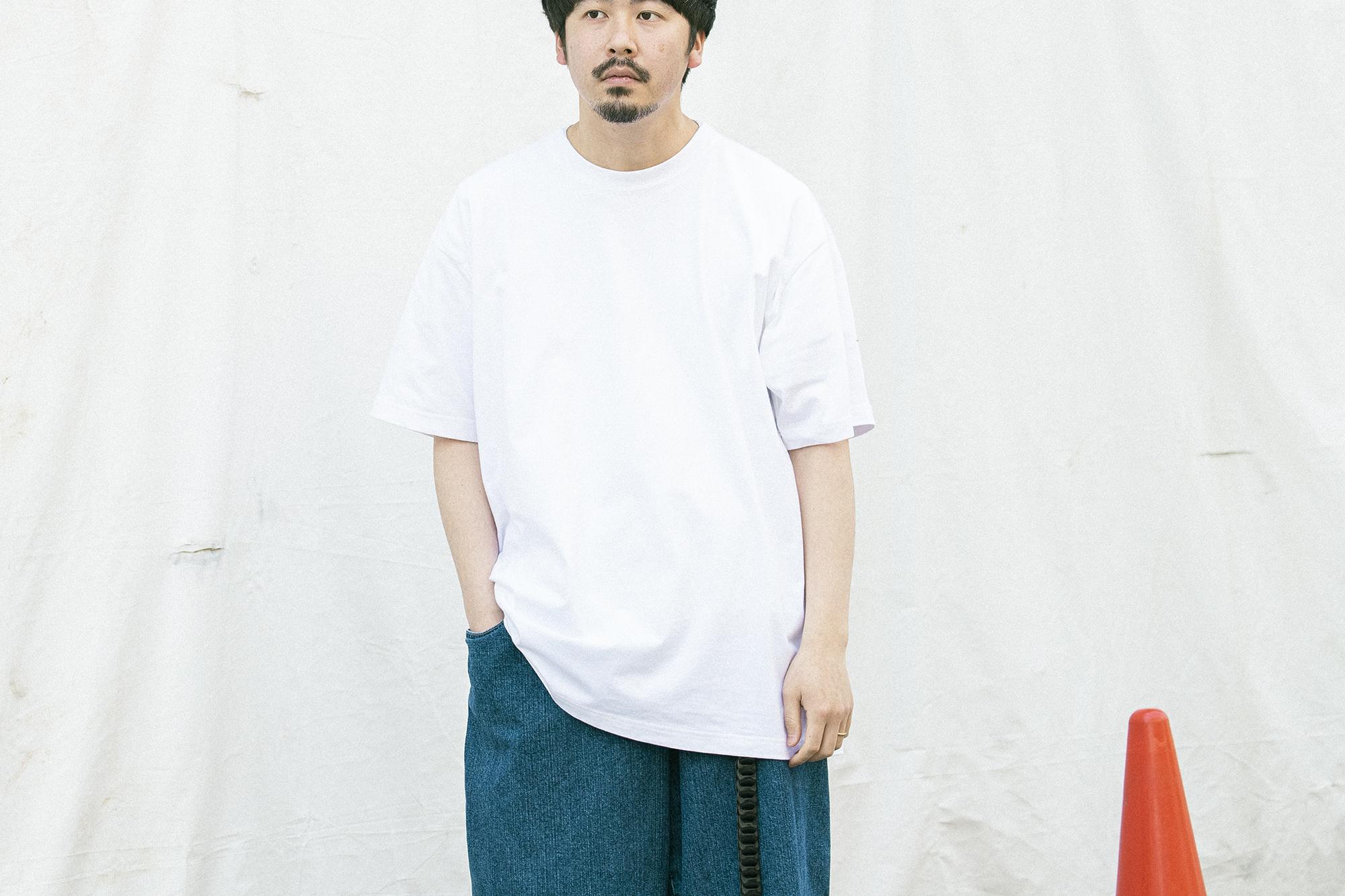 ヘインズ(HANES)Tシャツ 男性が着用