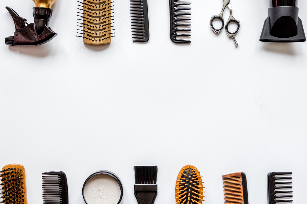 ROOMIE|人気ヘアサロン美容師・築山昌剛さん|【2021】おすすめヘアブラシ15選|美容師の解説・コスパ抜群&高級ブラシ紹介