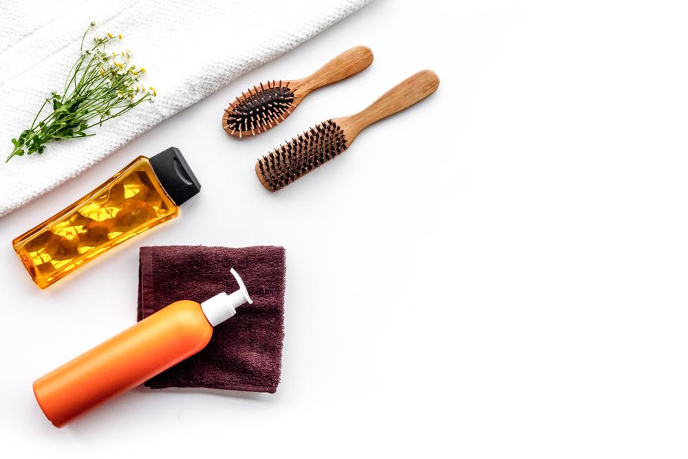 ROOMIE|人気ヘアサロン美容師・築山昌剛さん|【2021】ヘアオイルおすすめ15選|美容師の解説&悩み別に市販の人気商品を紹介
