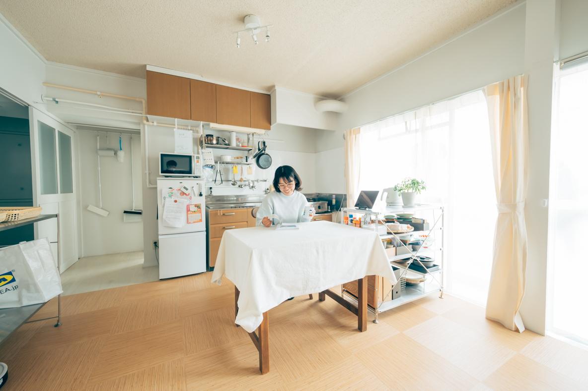 築38年の団地をアトリエ兼住居に。モノが多くても生活しやすい収納術とは?(佐賀市)|みんなの部屋
