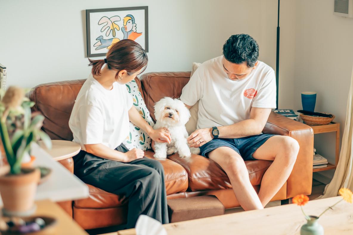 神奈川県藤沢市に住むご夫婦と愛犬