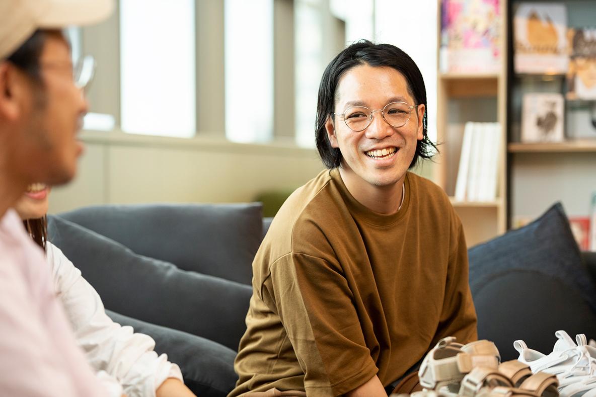 サンダル座談会に参加するスタイリストの宇田川雄一さん