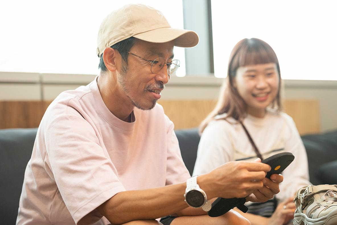 サンダル座談会に参加するROOMIE編集部員