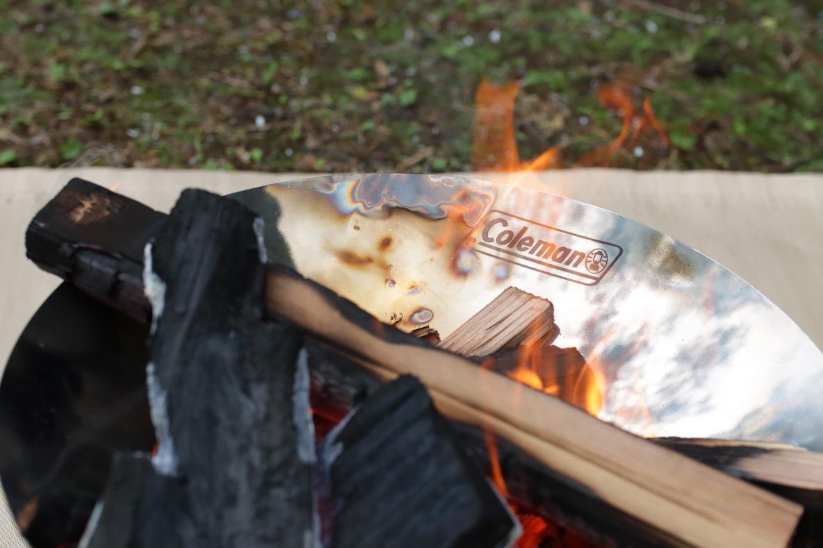 コールマン 「ファイアーディスクソロ」の焚き火