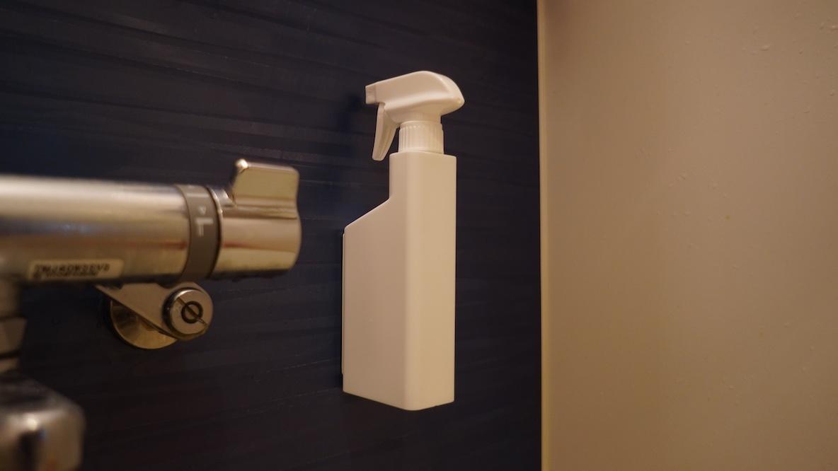 """山崎実業の""""浮かせる収納""""で水回りがスッキリ!家中の洗剤をコレに詰め替えたいくらいだ… マイ収納スタイル"""