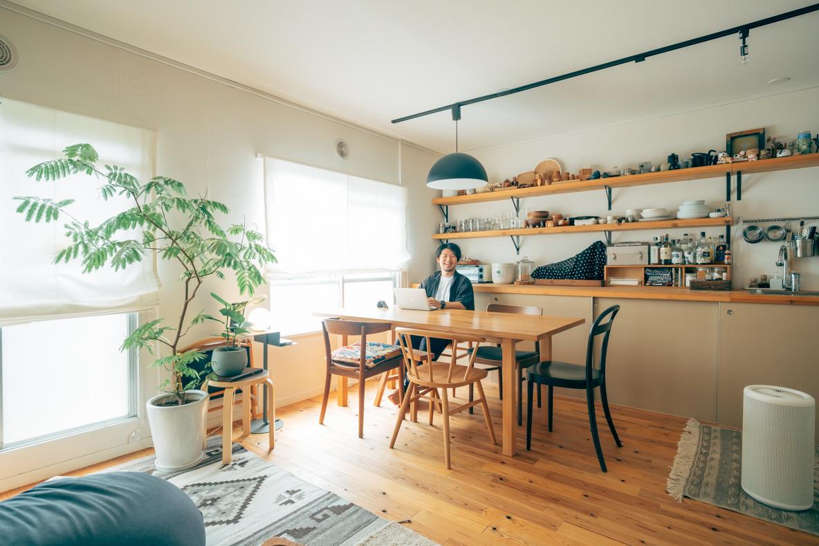 国産木材と無印良品の収納を巧みに活用。収納アイデアが詰まった39㎡ひとり暮らし(東京都東久留米市)|みんなの部屋
