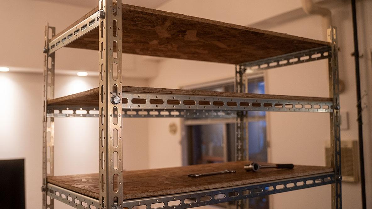 ROOMIEライターのキッチン棚DIY【組立編】 部屋のサイズに合わせて大容量の棚を作るなら「L字アングル」を活用しよう