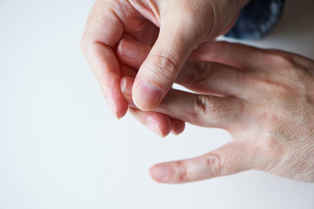 爪もしっかりと根元から塗ってあげましょう