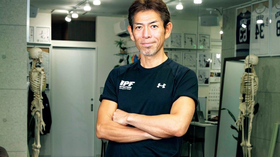 清水 忍トレーナー(しみず・しのぶ)/IPFヘッドトレーナー。トップアスリートから運動未経験者まで幅広く指導。