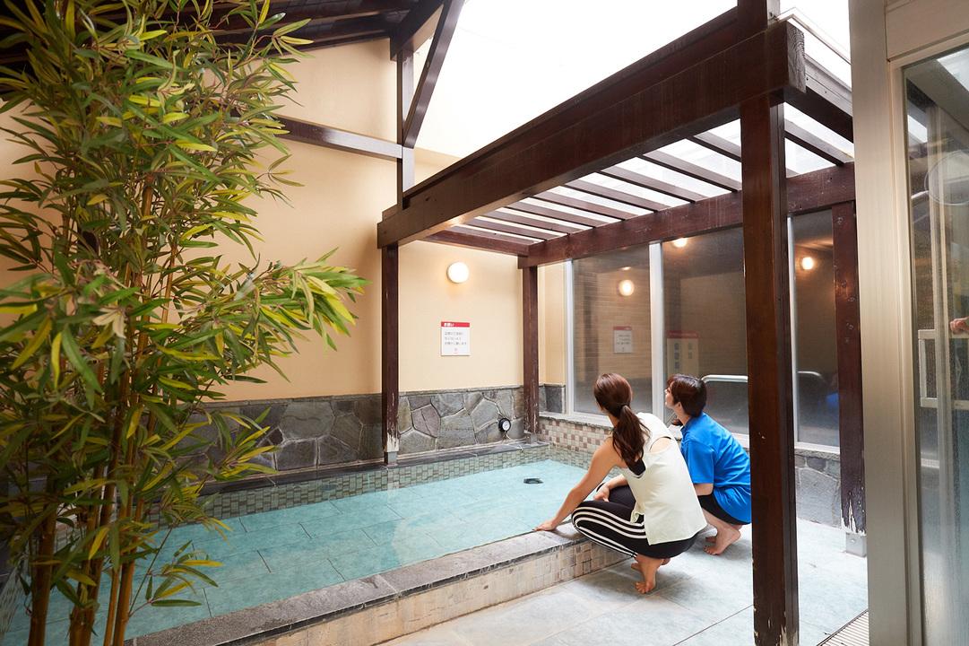 〈ルネサンス 国立24〉には露天風呂も。自宅では体験できない開放感です!