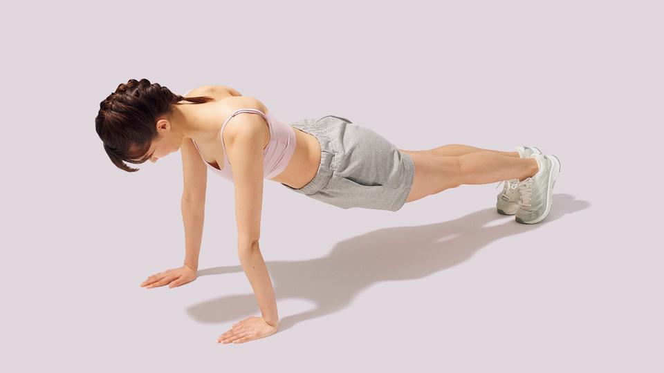 肩甲骨周辺のトレーニング「スキャプラ・プッシュアップ」の動作その2