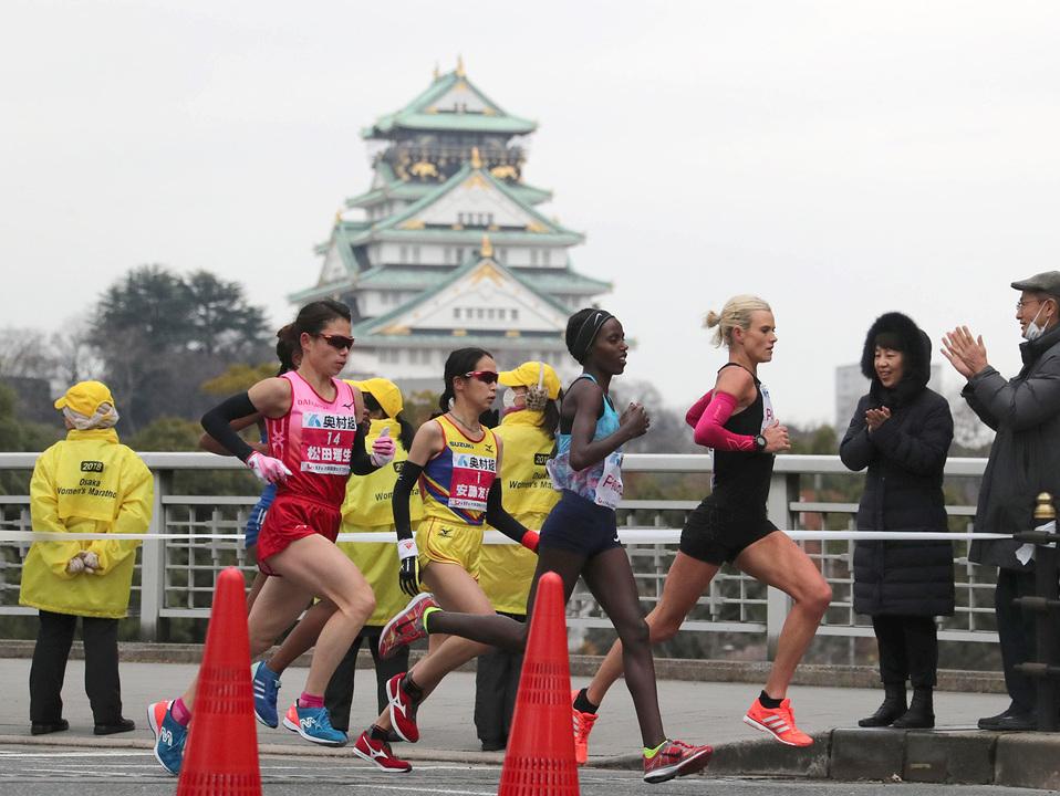 大阪国際女子マラソンでは大阪城付近を走る