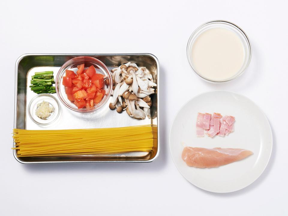 ささみと野菜の味噌クリームパスタの食材