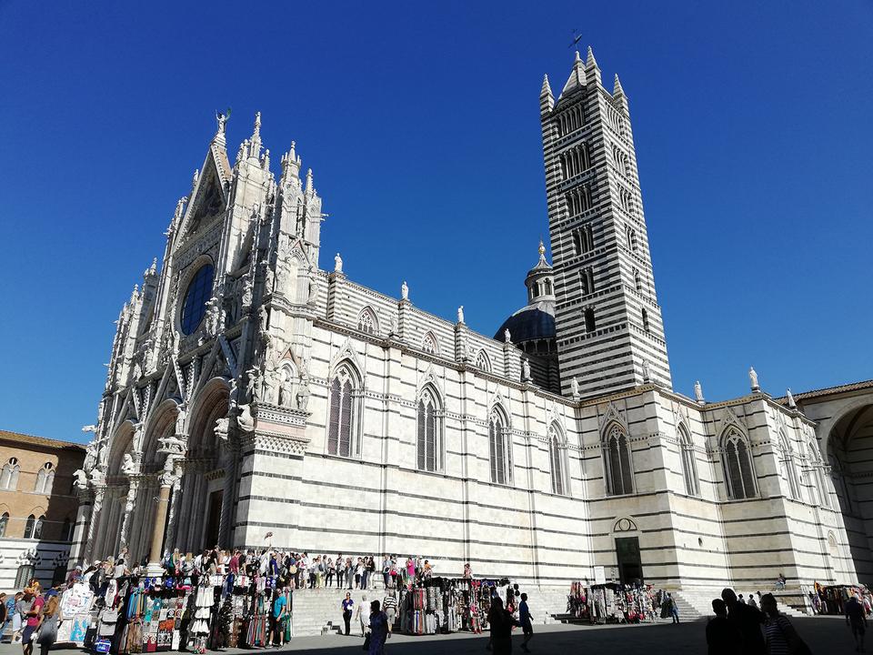 歴史地区の中心にある「シエナ大聖堂」