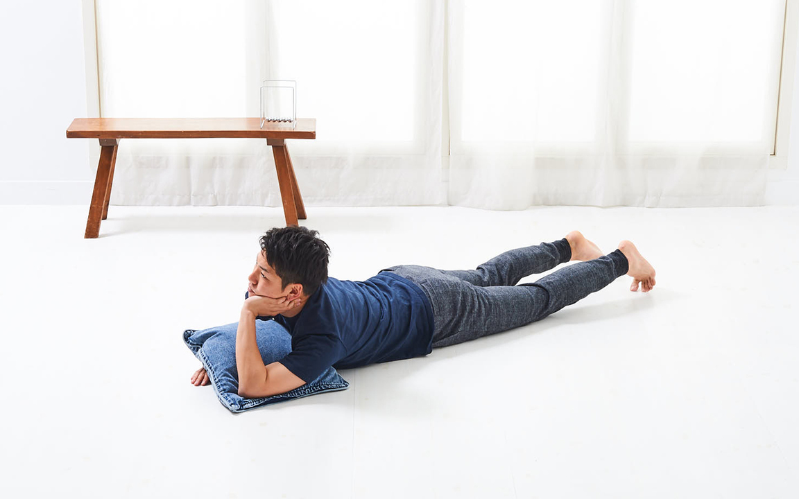 背中を鍛える「寝っころがりながらトレ」Advance動作1
