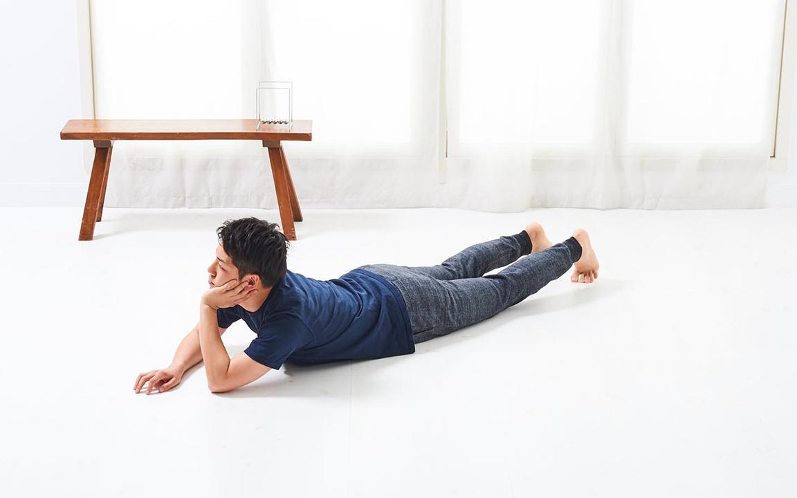 背中を鍛える「寝っころがりながらトレ」Basic動作1