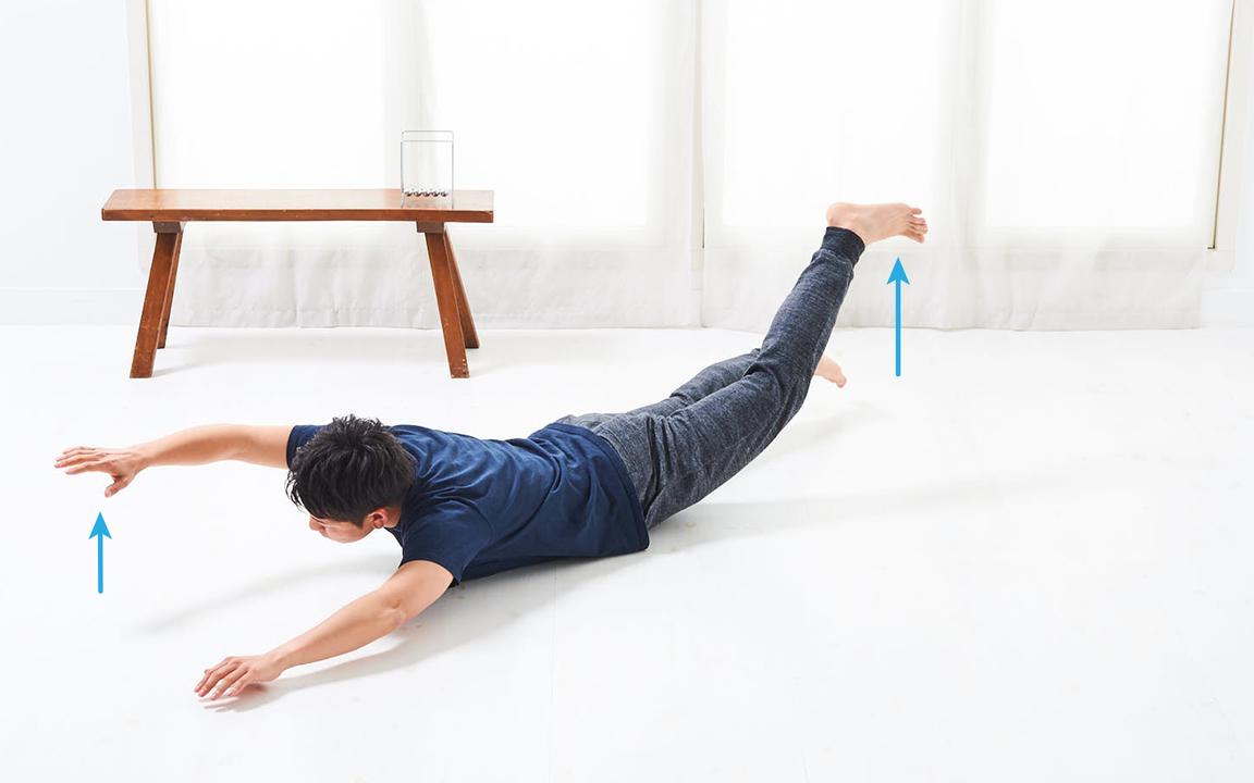 背中を鍛える「寝っころがりながらトレ」Basic動作2