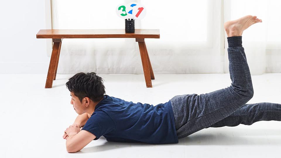 尻を使って脚を持ち上げ、【大臀筋】に喝を入れる|寝っころがりながらトレ vol.4
