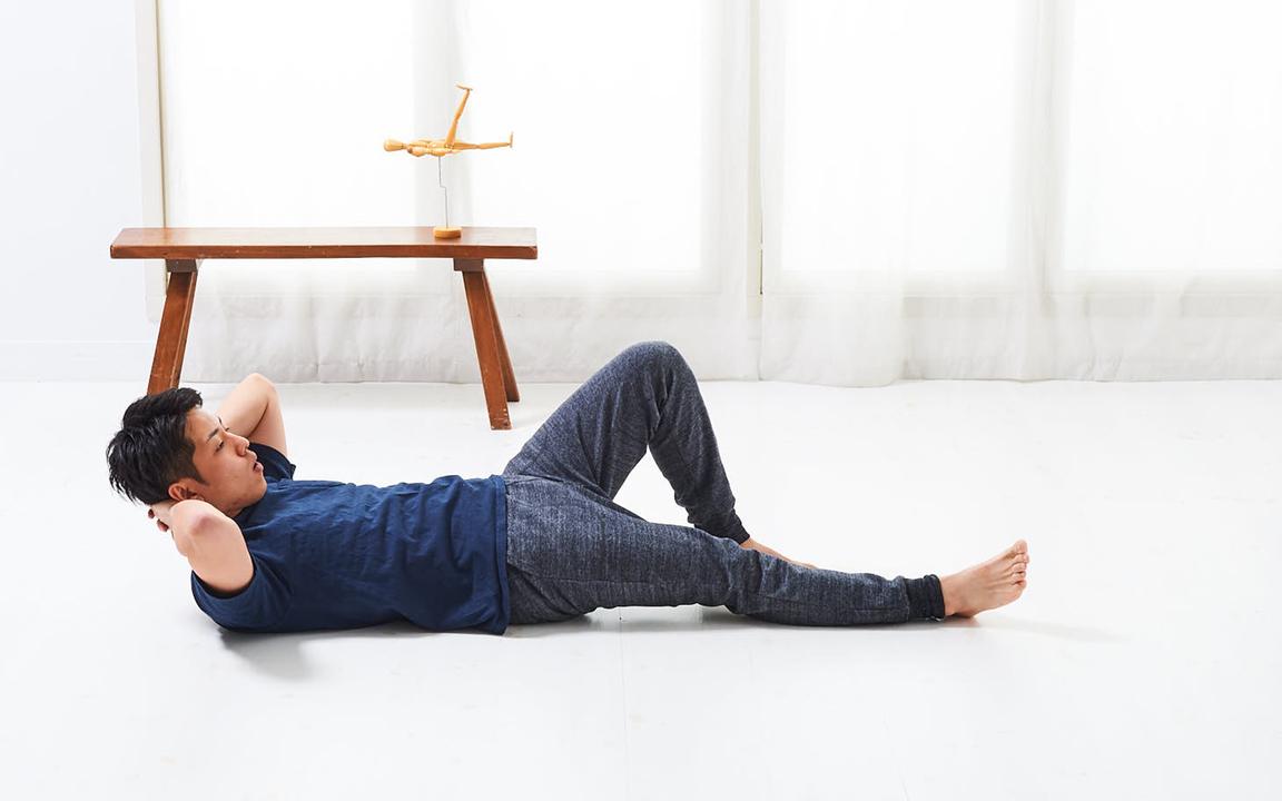 太ももを鍛える「寝っころがりながらトレ」Basic動作1