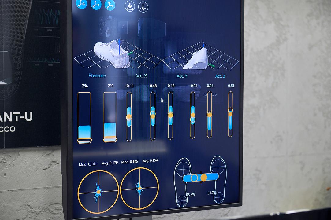 菅原さんの歩行パターン。歩き方のクセがすべてデータとなって可視化される。