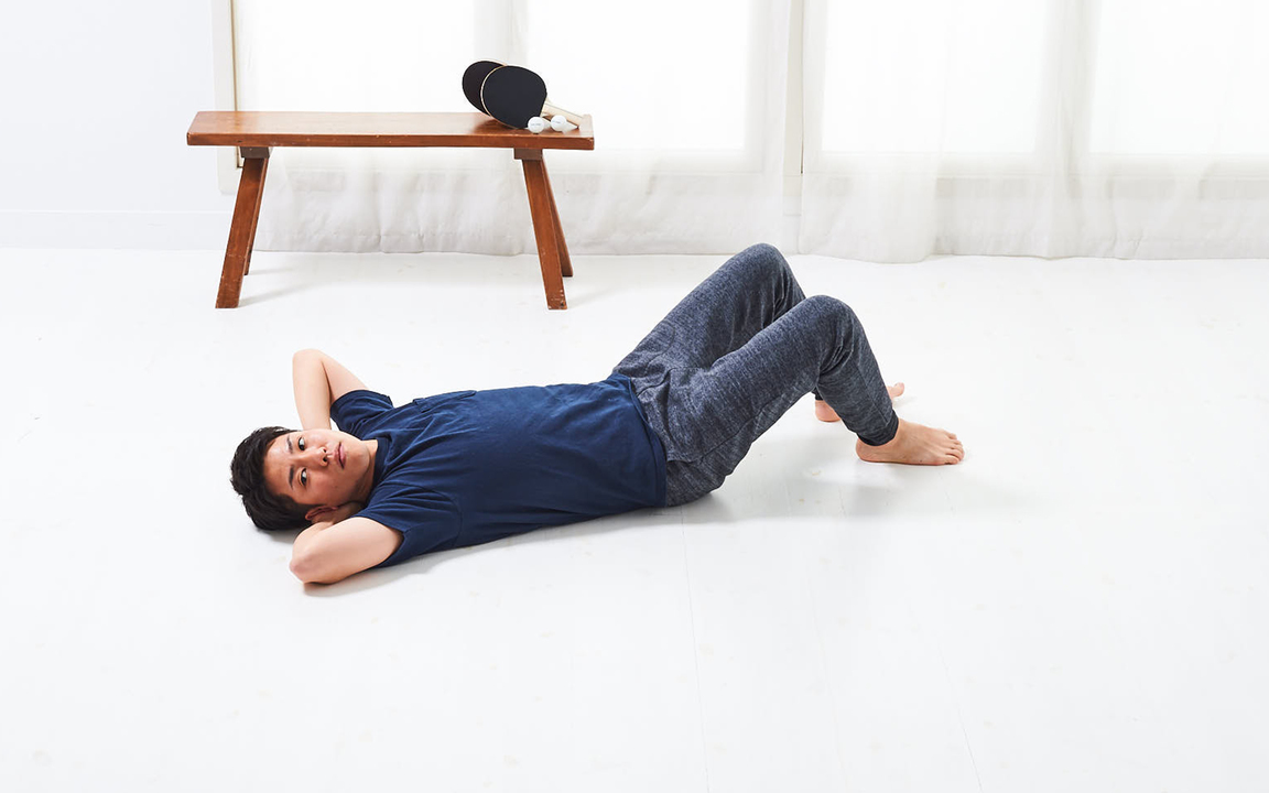 太ももの内側を鍛える「寝っころがりながらトレ」Advance動作1
