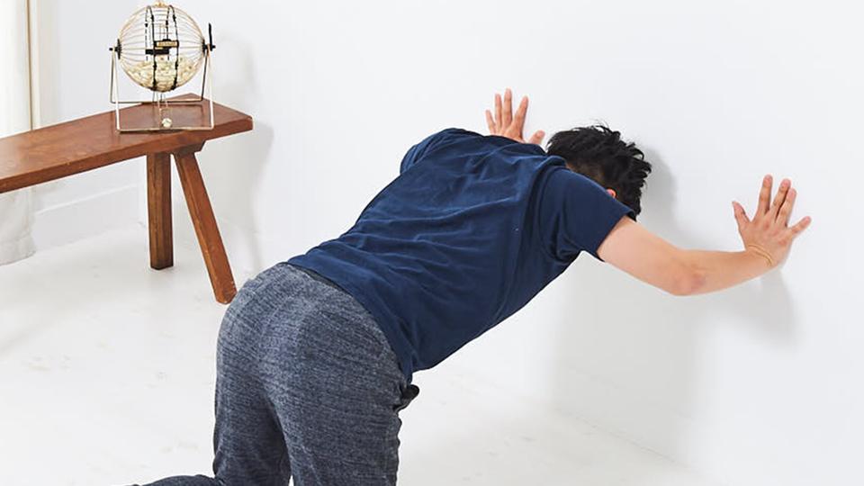壁さえあれば【肩の筋肉】は自室でも強化できる|寝っころがりながらトレ vol.9