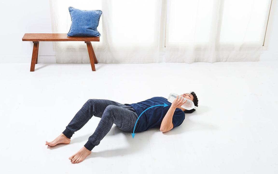 腕の筋肉を鍛える「寝っころがりながらトレ」Basic動作2