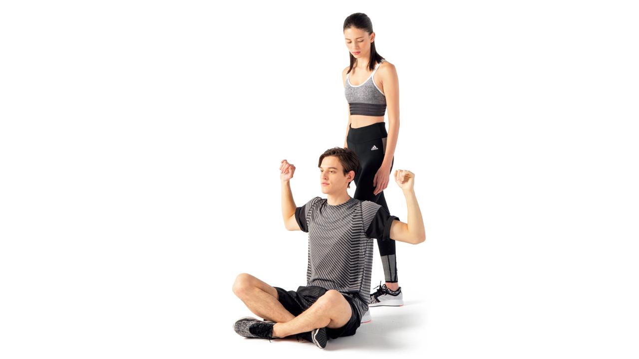 肘が直角に曲がったところでパートナーは手を離す。