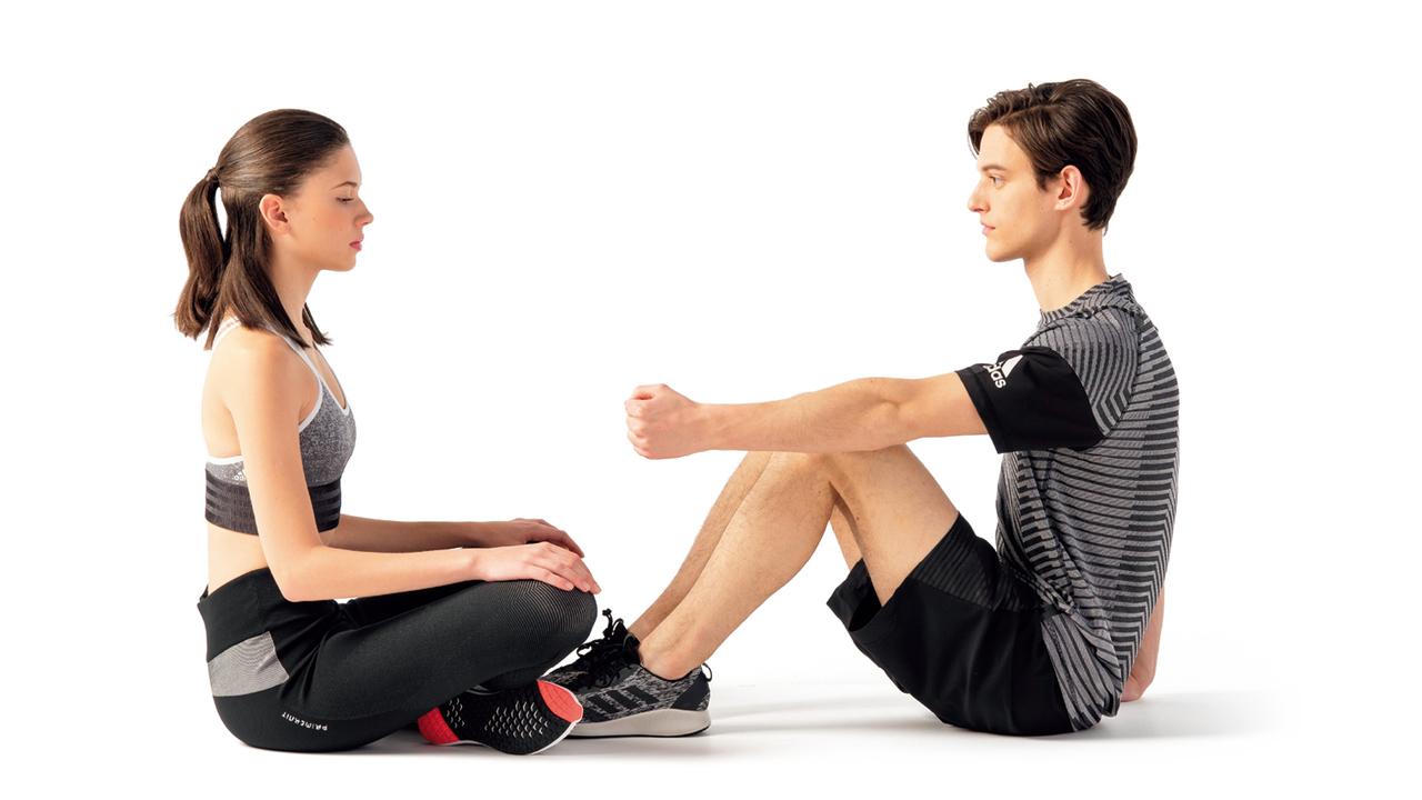 肘が伸びたら、パートナーは手を離す。