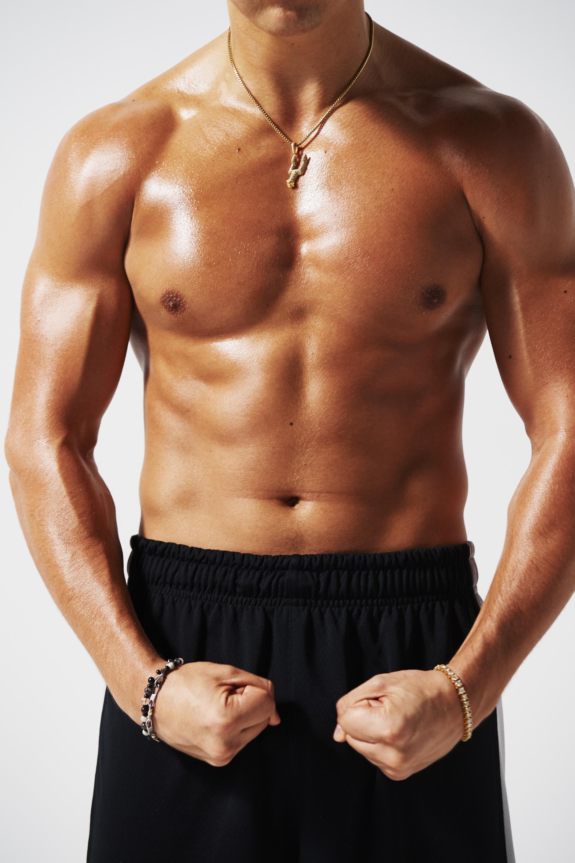 オースティン・マホーンの大胸筋と腹筋