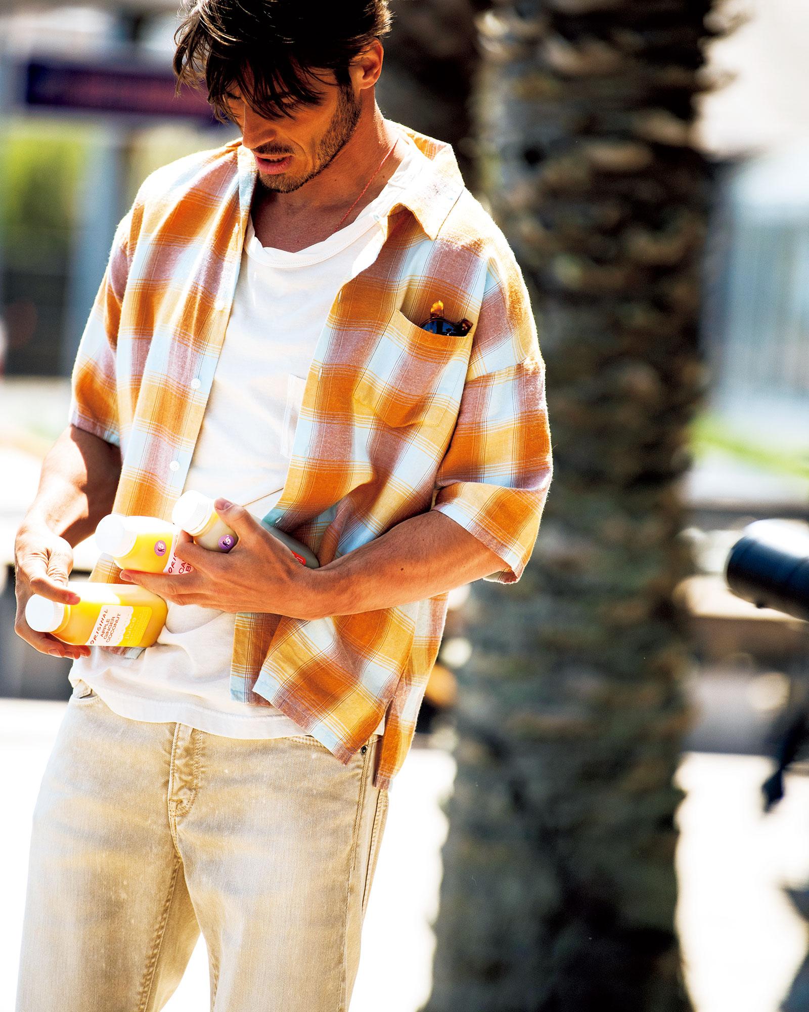"""かなりゆったりとしたシルエットの""""薄テロ""""のシャツ"""