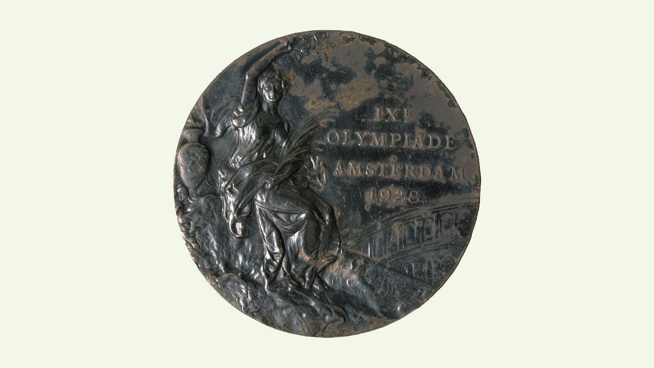 日本人が初めて獲得した金メダル
