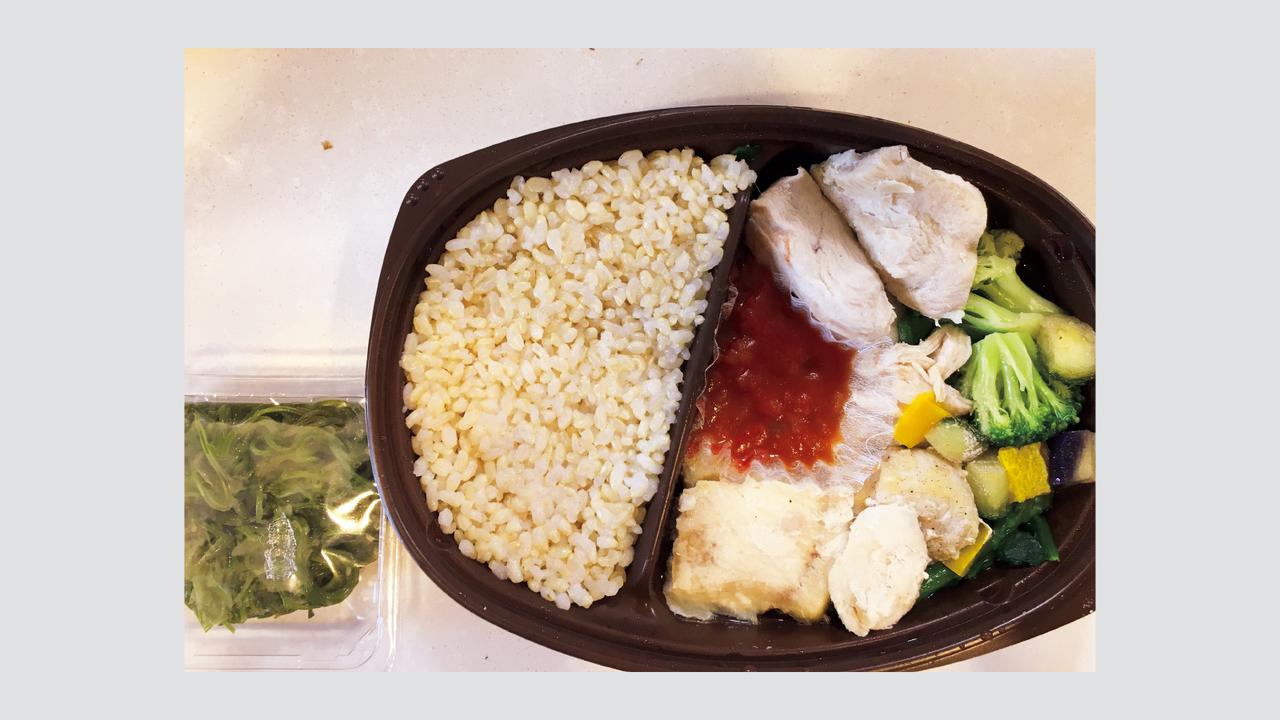 PFCバランスが良い冷凍のデリバリーサービス〈MEALLAB DELIVERY〉を利用。良質なタンパク質が摂れる。