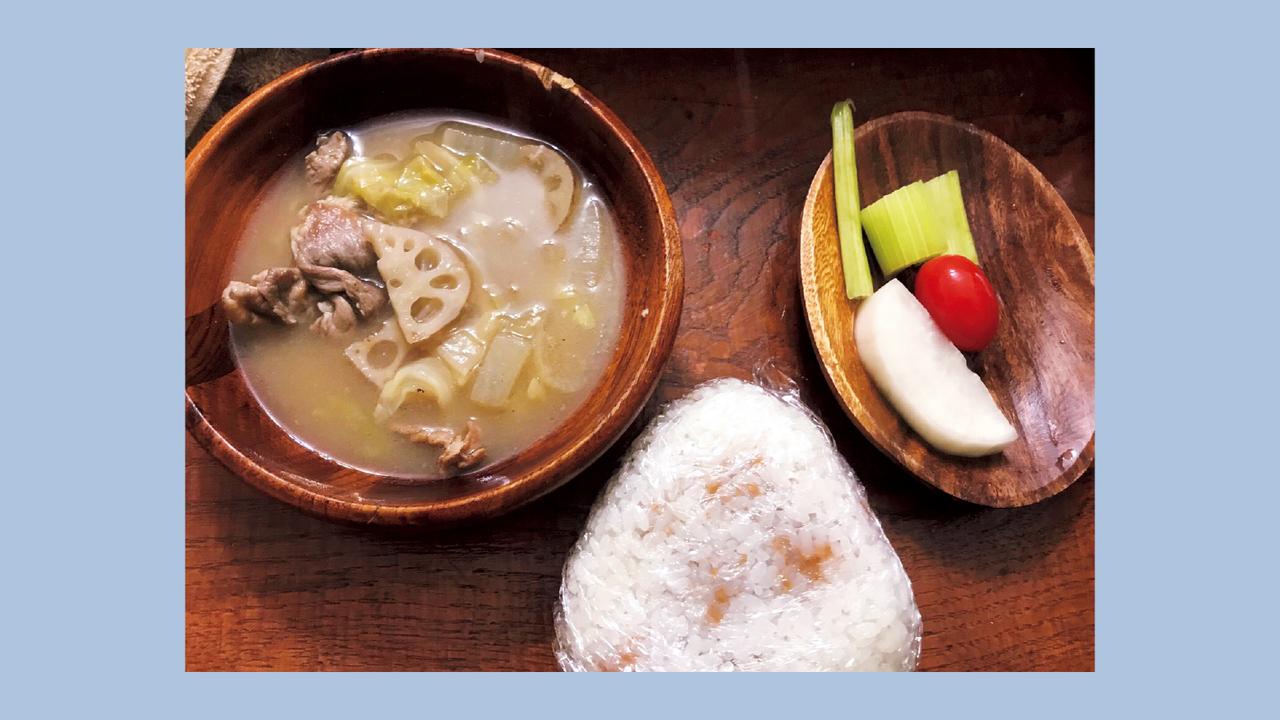 タンパク質は具だくさんの豚汁で補給。副菜は野菜のピクルス。