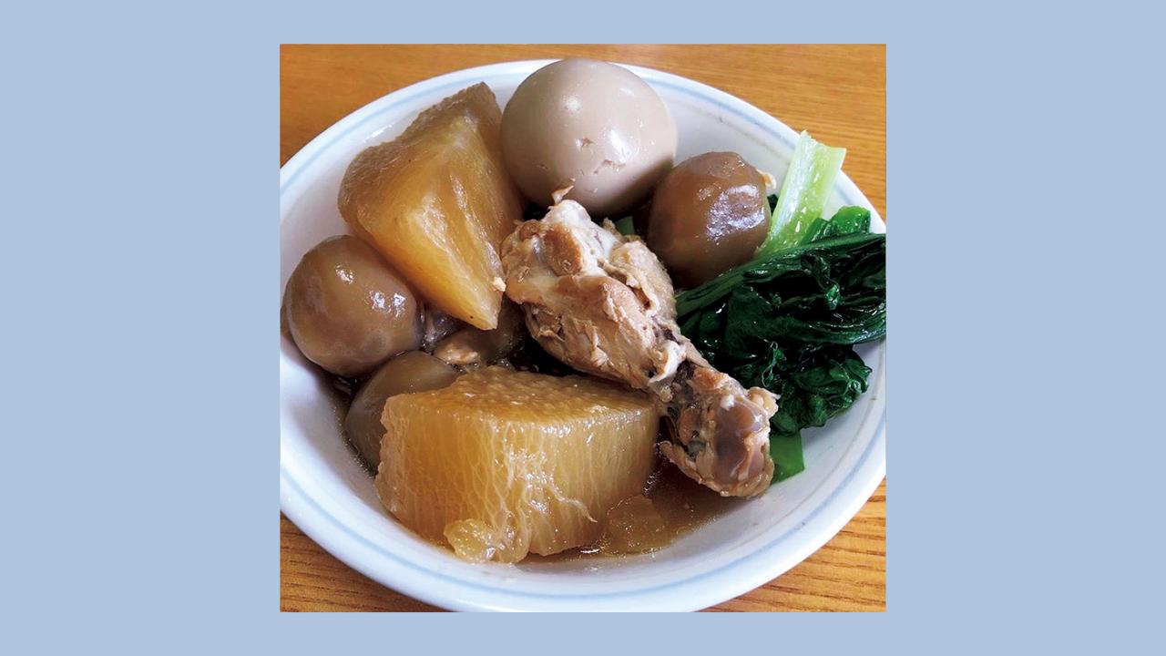 夜は炭水化物を抜く代わりに、野菜とタンパク質をたっぷりと。この日の夕食は鶏肉と卵、大根と小松菜の煮物。