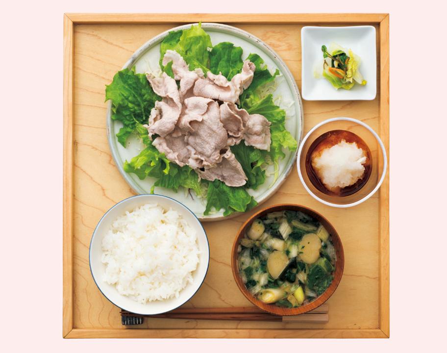 全体分量のイメージは、主食2:主菜1:副菜2。シジミにはビタミンB12、海鮮丼にはB1、B2、B6(鮭)、ナイアシン、B6(マグロ)、B2(ハマチ)、豚肉にはビタミンB1が豊富。