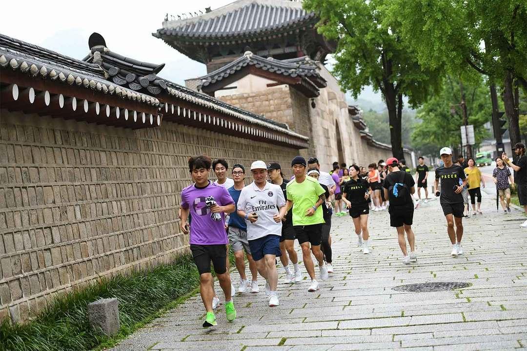 発表会場間の移動はグループランで。ソウルの街中で《ナイキ ジョイライド ラン フライニット》を体感!